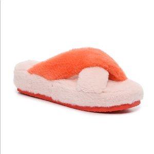 NWT Fluffy Criss Cross Slippers